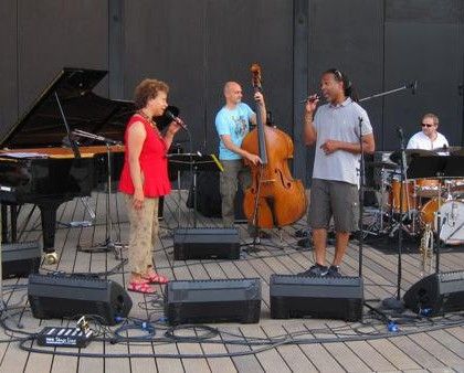 Le Ronald Baker Quintet invite Michele Hendricks